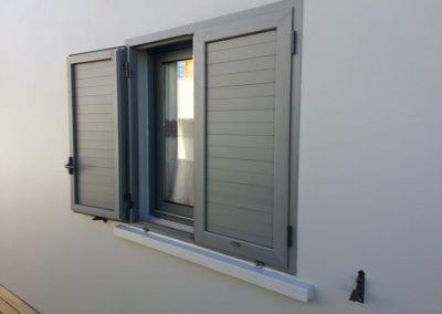 Fenêtre coulissante 2 VTX grise + volets battants gris